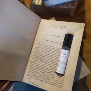 Libri che contengono profumi Strega del Castello